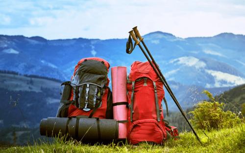 Les éléments indispensables à mettre dans son sac à dos pour partir en trek